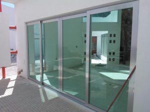 Puerta en aluminio 10