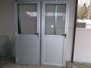 Puerta en aluminio 16