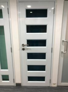 Puerta en aluminio 30